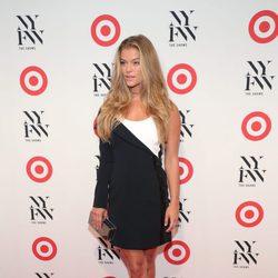 Nina Agdal en un evento de la Semana de la Moda de Nueva York