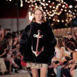 Abrigo de pelo de Tommy Hilfiger otoño/invierno 2016/2017 en la Semana de la Moda de Nueva York