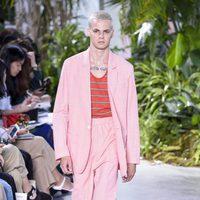 Traje rosa de la colección primavera/verano 2017 de Lacoste en la Nueva York Fashion Week