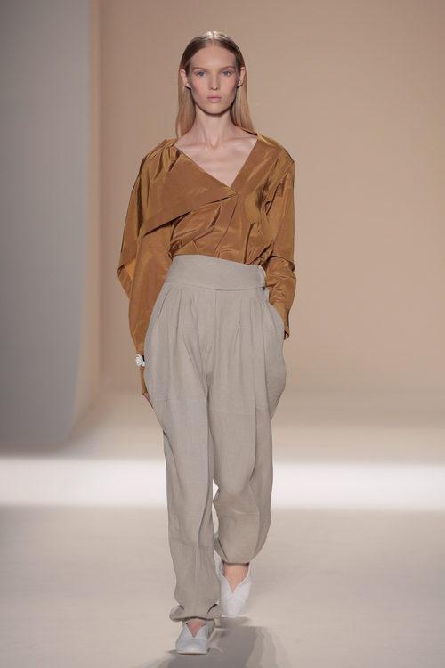 Pantalón de pinzas de la colección primavera/verano 2017 de Victoria Beckham en Nueva York Fashion Week