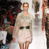 Vestido con flecos de Custo Barcelona de la colección primavera/verano 2017 en Nueva York Fashion Week