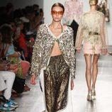 Look con apliques dorados de Custo Barcelona de la colección primavera/verano 2017 en Nueva York Fashion Week
