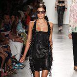 Vestido negro con flecos de Custo Barcelona de la colección primavera/verano 2017 en Nueva York Fashion Week