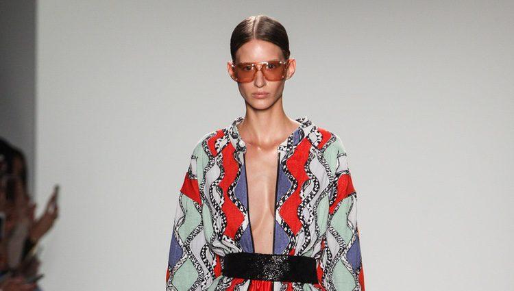 Chaqueta geométrica Custo Barcelona de la colección primavera/verano 2017 en Nueva York Fashion Week