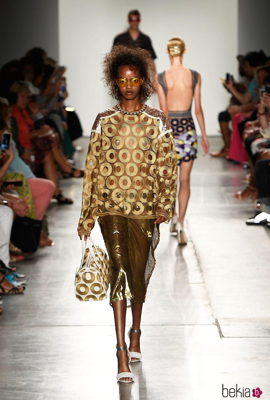 Look dorado de custo barcelona de la colecci n primavera for Trabajos de verano barcelona