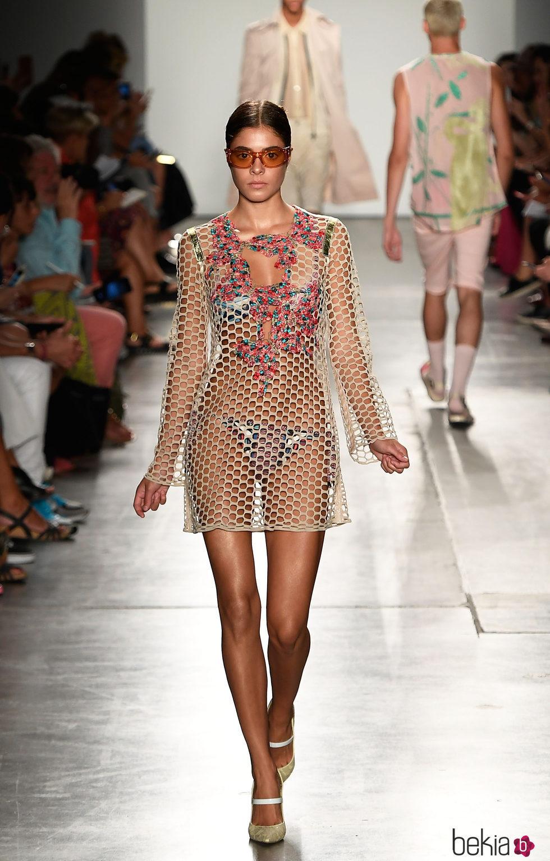 Vestido de rejilla de custo barcelona de la colecci n for Trabajos de verano barcelona