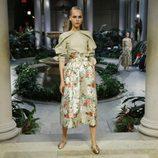 Pantalones de flores de Carolina Herrera primavera/verano 2017 en la Semana de la Moda de Nueva York