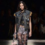 Chaleco denim de Coach primavera/verano 2017 en la Semana de la Moda de Nueva York