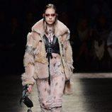 Abrigo de piel de Coach primavera/verano 2017 en la Semana de la Moda de Nueva York