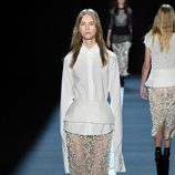 Pantalón con pedrería de Vera Wang primavera/verano 2017 en la Semana de la Moda de Nueva York