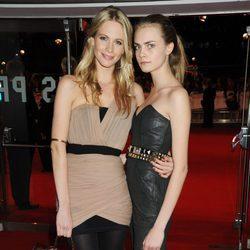 Poppy y Cara Delevingne en la premiere de 'Recuerdame'
