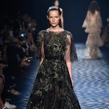 Vestido negro de Marchesa primavera/verano 2017 en la Semana de la Moda de Nueva York