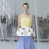 Falda azul de Delpozo primavera/verano 2017 en la Semana de la Moda de Nueva York