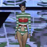 Traje de baño a rayas de Andrés Sardá primavera/verano 2017 en la Semana de la Moda de Madrid