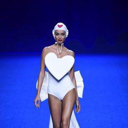 Bañador blanco de la colección primavera/verano 2017 de Agatha Ruiz de la Prada en Madrid Fashion Week