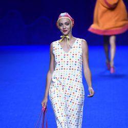 Vestido de lunares de la colección primavera/verano 2017 de Agatha Ruiz de la Prada en Madrid Fashion Week