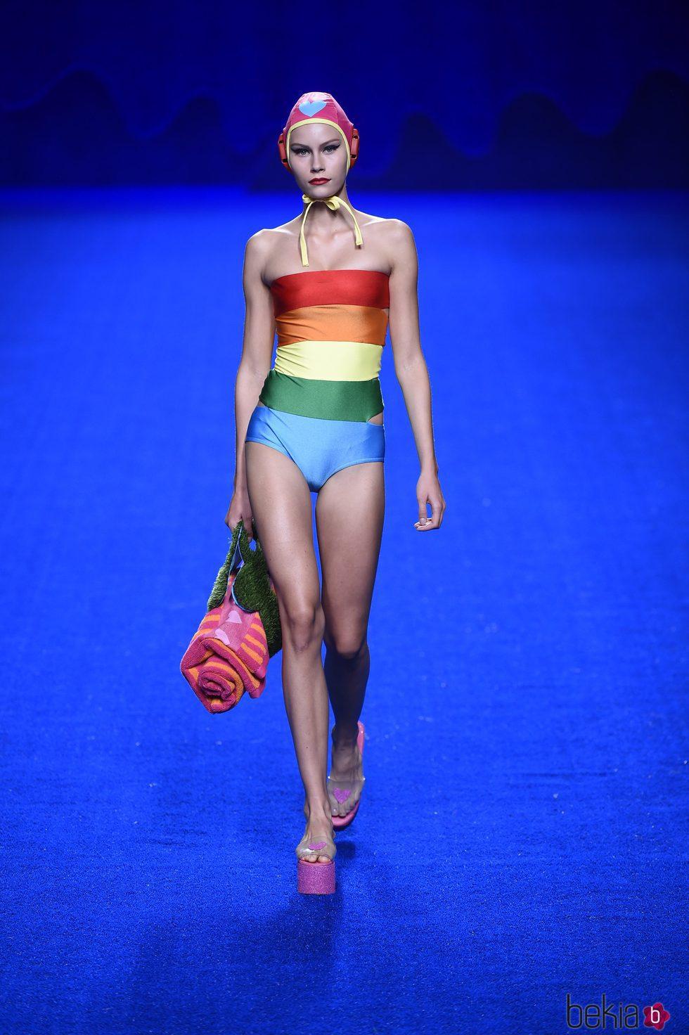 Bañador multicolor de la colección primavera/verano 2017 de Agatha Ruiz de la Prada en Madrid Fashion Week