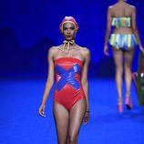 Bañador rojo de la colección primavera/verano 2017 de Agatha Ruiz de la Prada en Madrid Fashion Week