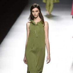 Vestido verde de Ángel Schlesser primavera/verano 2017 en Madrid Fashion Week