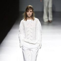 Total white de Ángel Schlesser primavera/verano 2017 en Madrid Fashion Week