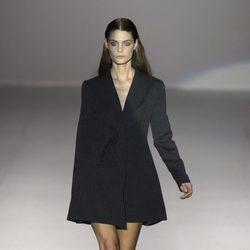 Chaqueta negra de Roberto Torretta primavera/verano 2017 en Madrd Fashion Week