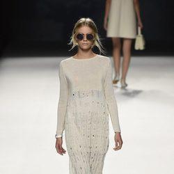 Vestido blanco de punto de Devota & Lomba primavera/verano 2017 en Madrid Fashion Week