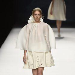 Vestido blanco corto de Devota & Lomba primavera/verano 2017 en Madrid Fashion Week