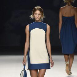 Vestido corto azul y blanco de Devota & Lomba primavera/verano 2017 en Madrid Fashion Week