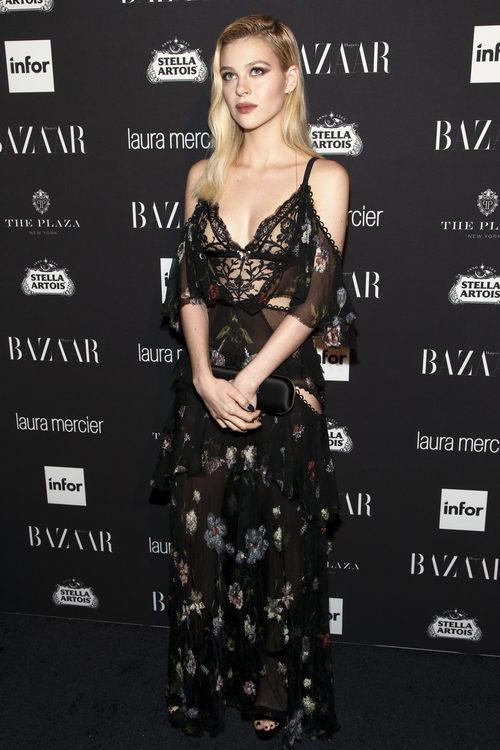 Nicola Peltz en la fiesta de Harper's Bazaar Icons