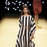 Vestido de rayas de Juanjo Oliva primavera/verano 2017 en la Madrid Fashion Week