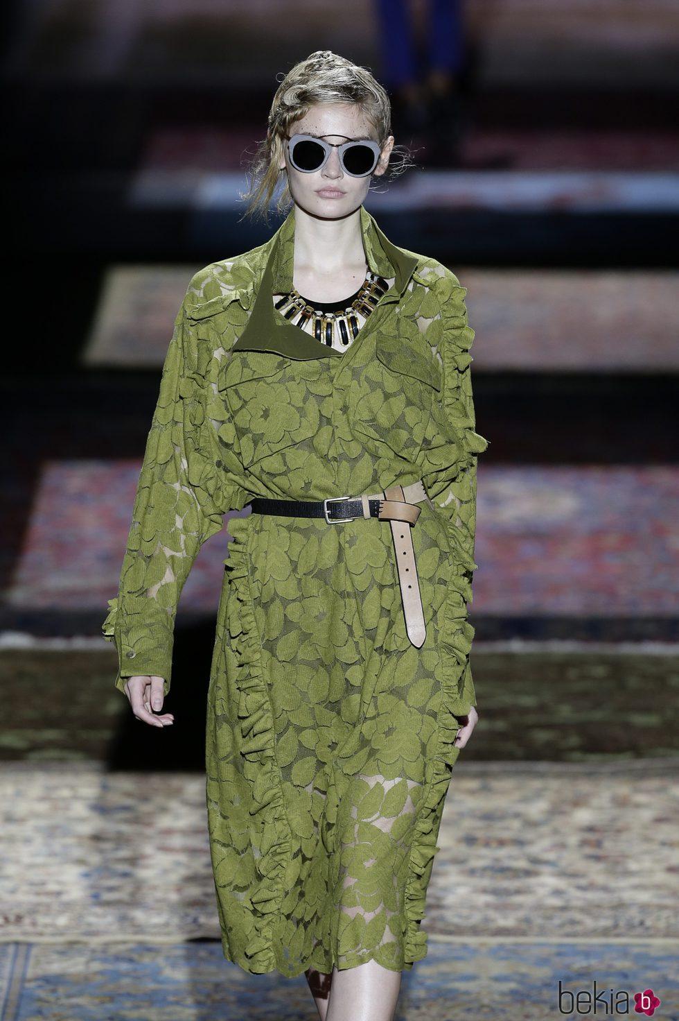 Vestido verde de Ana Locking de la colección primavera/verano 2017 en la Madrid Fashion Week