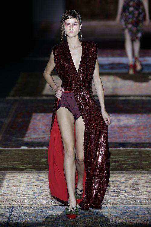Vestido con lentejuelas de Ana Locking de la colección primavera/verano 2017 en la Madrid Fashion Week