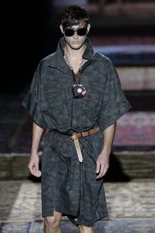 Conjunto de camuflaje de Ana Locking colección primavera/verano 2017 en la Madrid Fashion Week