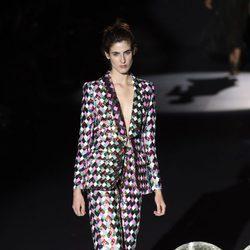 Traje de pantalón inspirado en la música disco de Teresa Helbig primavera/verano 2017 en Madrid Fashion Week
