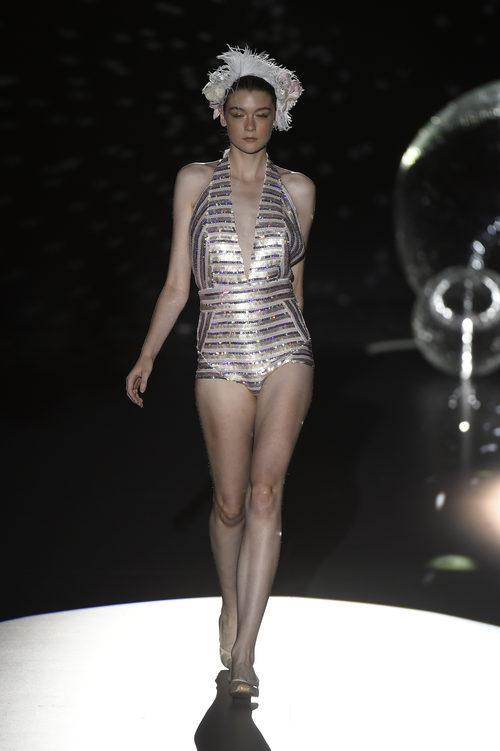 Mono short plateado de Teresa Helbig primavera/verano 2017 en Madrid Fashion Week