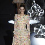 Vestido bordado de flores de colores de Teresa Helbig primavera/verano 2017 en Madrid Fashion Week