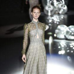 Vestido largo verde transparente de Teresa Helbig primavera/verano 2017 en Madrid Fashion Week