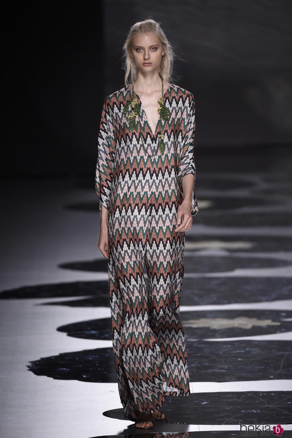 Vestido con estampado étnico de Alianto primavera/verano 2017 Madrid Fashion Week
