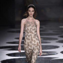 Vestido de color crema estampado de Alianto primavera/verano 2017 Madrid Fashion Week