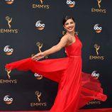 Priyanka Chopra posa en la alfombra roja de los Premios Emmy 2016