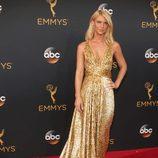 Claire Danes con un vestido brillante en la gala de los Premios Emmy 2016