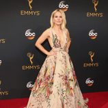 Kristen Bell con vestido de Zuhair Murad en la alfombra roja de los Emmy 2016