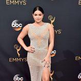 Ariel Winter con un vestido de Yousef Al-Jasmi en los Emmy 2016