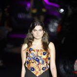 Conjunto de blusa de flores y falda negra de Alvarno primavera/verano 2017 para Madrid Fashion Week