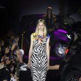 Vestido largo de animal print cebra de Alvarno colección primavera/verano 2017 para Madrid Fashion Week