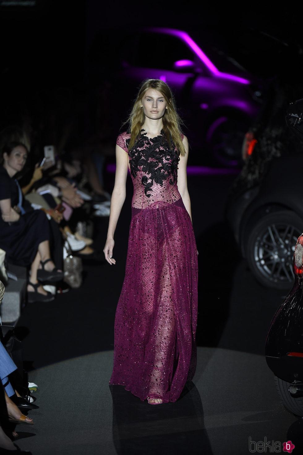 Vestido lila transparente de lentejuelas y bordado negro de Alvarno colección primavera/verano 2017 para Madrid Fashion Week