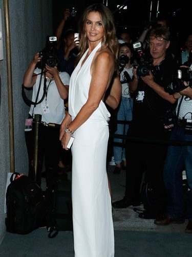 Cindy Crawford en el desfile de Tom Ford de la New York Fashion Week con un vestido de la firma