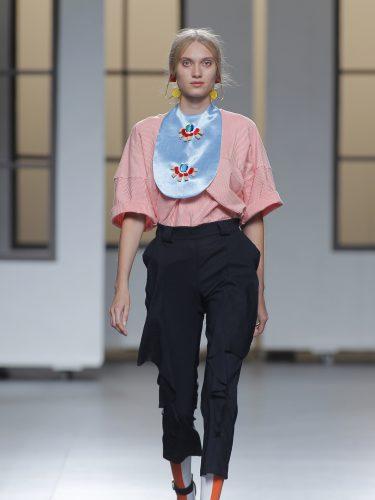 Conjunto de pantalón pirata y blusa rosa de Habey en el Samsung Ego