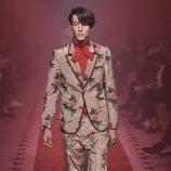 Traje de estampado floral de Gucci primavera/verano 2017 en la Milán Fashion Week