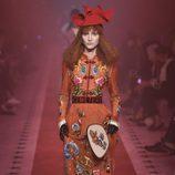 Vestido naranja con flores de Gucci primavera/verano 2017 en la Milán Fashion Week